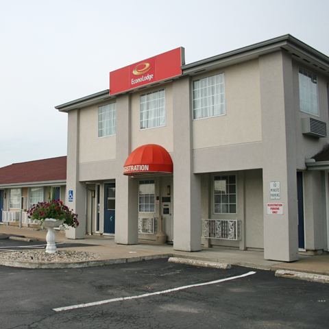 Econo Lodge Inn & Suites - South